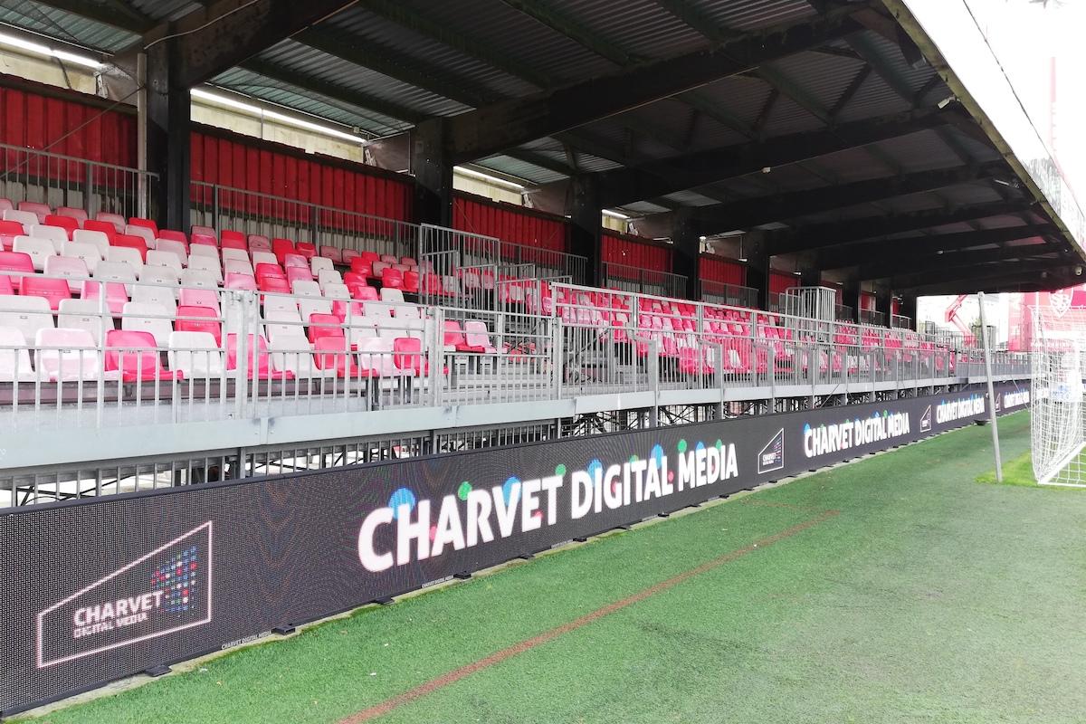 écran-perimetriques-tour-de-terrain-charvet-digital-media-Brest